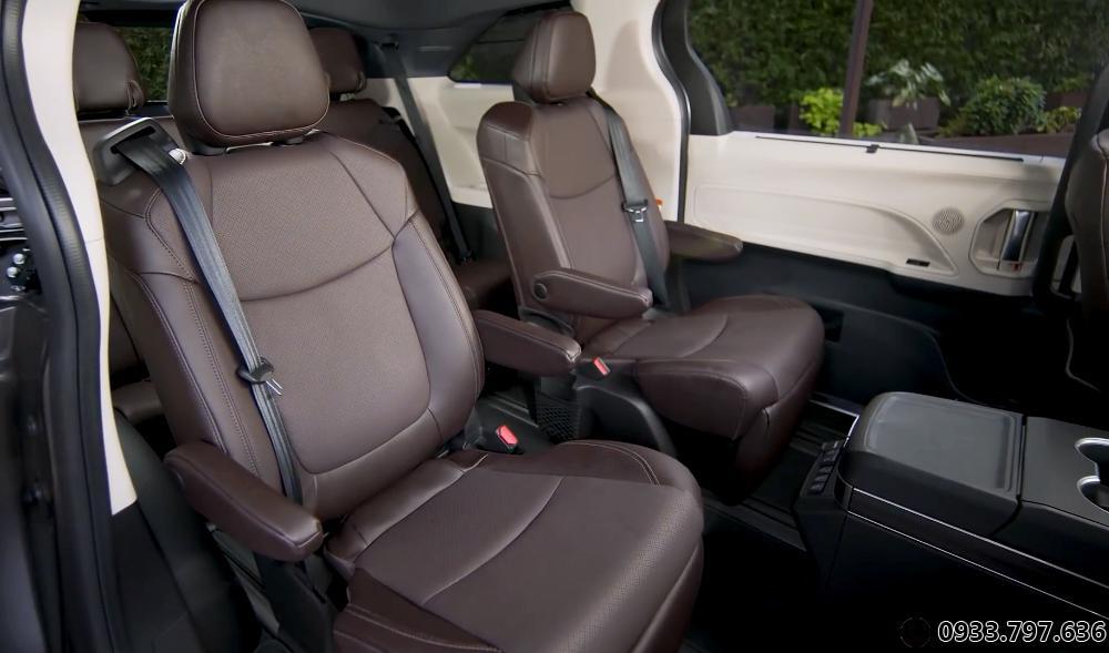 Nội thất Toyota Siena Platium 2.5 L Hybrid  2021 Full option