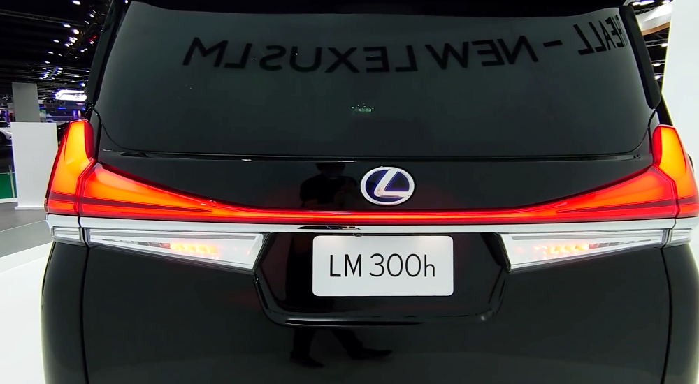 Lexus LM300H 2021 4 chỗ